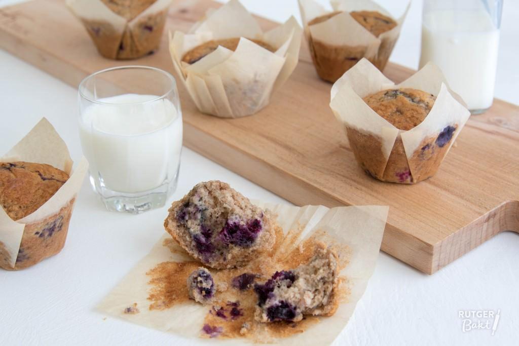 Muffins met blauwe bessen en kanneel
