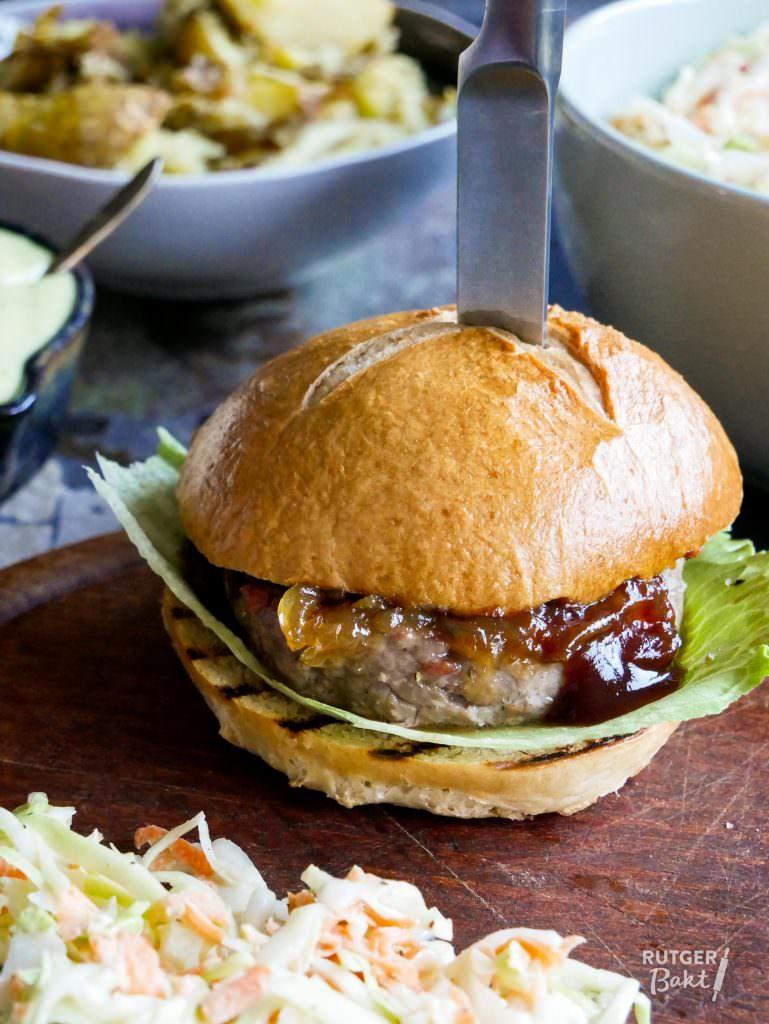 Zelfgemaakte hamburgers en broodjes van Julius