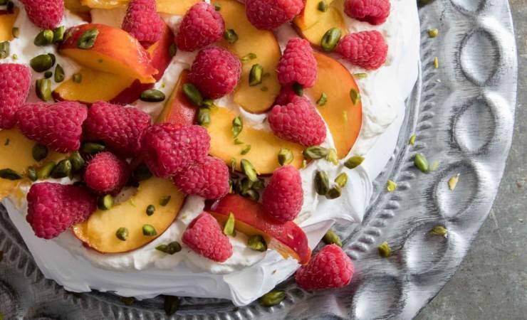 Pavlova met perzik en framboos