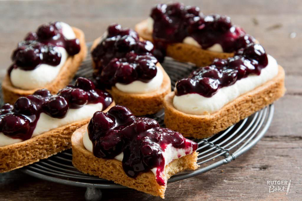 Mini cheesecake-slofjes met blauwe bessen