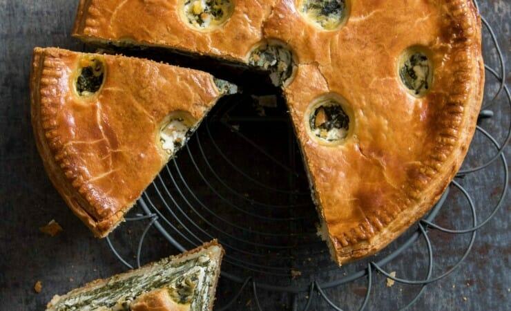 Hartige taart met spinazie en feta